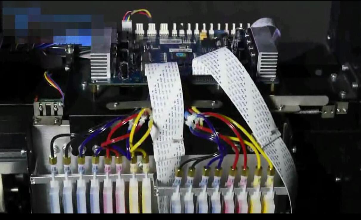 户外写真机墨路系统故障二:户外写真机打印出现了墨点