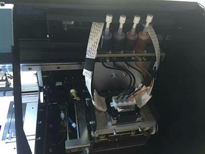 1,连接地线:静电干扰太大,会影响喷头电压而导致国产写真机打印输出